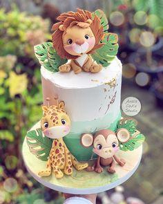 """Ana's Cake Studio on Instagram: """"🌿🌿🌿"""" Safari Theme Birthday, Baby Boy 1st Birthday Party, Birthday Cake With Photo, 1st Birthday Banners, First Birthday Cakes, Baby Party, Birthday Decorations, Jungle Cake, Torta Baby Shower"""