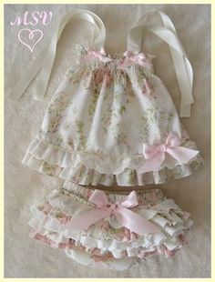 Best 12 Baby girl dress, handmade smocked dress, perfect for first birthday and photos sessions, Easter dress and spring. Little Girl Dresses, Girls Dresses, Flower Girl Dresses, Dress Girl, Baby Girl Fashion, Kids Fashion, Baby Dress Patterns, Kids Frocks, Baby Sewing