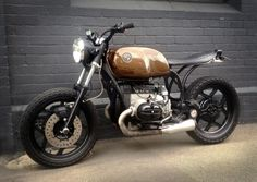 '92 BMW R80 cafe style. Like the lines of the frame behind the engine and beneath the seat.