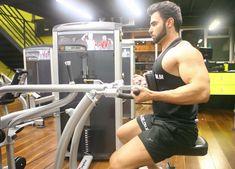 Remada Máquina Pegada Supinada. Grupos musculares: Costas, Antebraço, Bíceps…