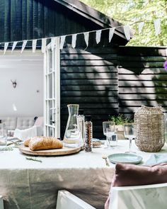 This place, this atmosphere Outdoor Dining, Outdoor Spaces, Dream Garden, Home And Garden, Backyard Plants, Pause, Outdoor Landscaping, Garden Styles, Bed And Breakfast