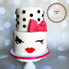 - Kate Spade Inspired Fondant Art Cake with Polka Dots and a Sugar Bow on Top! TAG a Cake Lover! - Cake b Gorgeous Cakes, Pretty Cakes, Cute Cakes, Unique Cakes, Creative Cakes, Kate Spade Cake, Bolo Fake Eva, Different Kinds Of Cakes, Bolo Cake