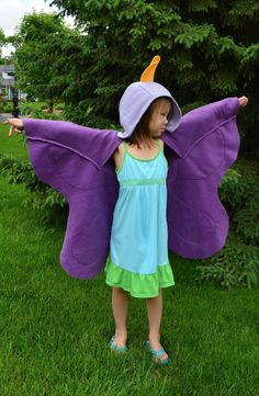 ikat bag: Bug Party - Butterfly Wings Tutorial Handarbeit Ikat-Tasche: Bug Party - Butterfly Wings T Bug Costume, Costume Carnaval, Diy Costumes, Sewing For Kids, Diy For Kids, Costume Papillon, Diy Papillon, Baby Girl Party Dresses, Long Vests