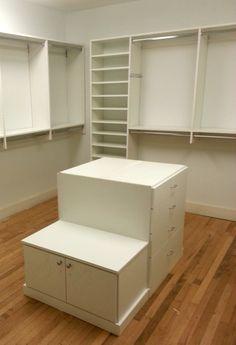 An island with a shoe bench is a dream closet must-have! #organization #dreamcloset #closet