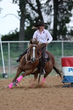 Professional barrel racer Molly Powell says the key to poised riding is selecting the correct saddle.
