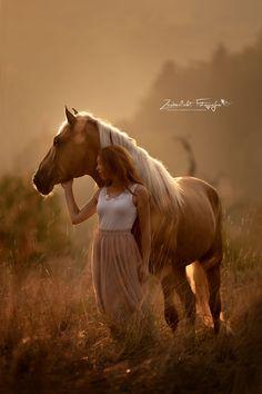 Horse Girl Photography, Western Photography, Equine Photography, Animal Photography, Horse Senior Pictures, Country Senior Pictures, Horse Photos, Cute Horses, Pretty Horses