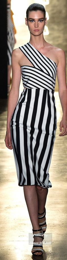 See all the Collection photos from Cushnie Et Ochs Spring/Summer 2015 Ready-To-Wear now on British Vogue Image Fashion, Love Fashion, Fashion Show, Fashion Design, Fashion Week, Runway Fashion, Winter Typ, White Chic, Black White Fashion
