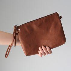 NEOLATINE WEB MAGAZINE: バッグインバッグとしても活躍♡女子必須のたっぷり入るおおきめレザーポーチ!