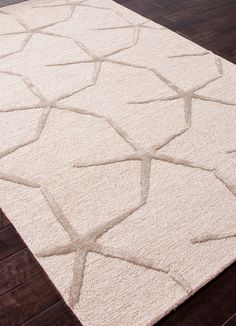 A beautiful neutral accent with silk textured starfish.  Warm and welcoming! Starfishing  Rug