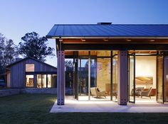 A Tranquil House That Unites With The Organic Beauty Of The Website