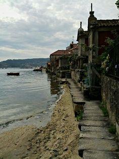 Porto de Combarro en Poio, Galicia