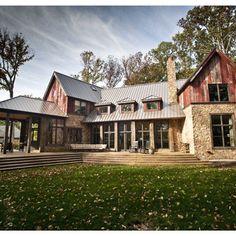 Farmhouse Exterior Design Ideas, Pictures, Remodel and Decor - Home Designs Modern Farmhouse Exterior, Farmhouse Style, Farmhouse Design, Country Style, Rustic Exterior, Farmhouse Ideas, Southern Style, Design Exterior, Barn Living