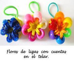 Paso a paso para hacer una flor con ligas y con cuentas usando un telar de plástico. (Rainbow loom™.): Usa tus flores y lúcelas.