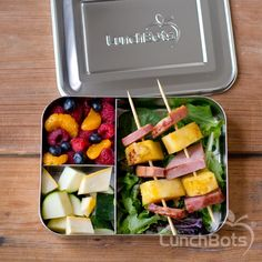 Grilled ham and pineapple kebabs grilled squash mandarins blueberries and raspberries in the LunchBots Bento Trio. Grilled Squash, Grilled Ham, Grilled Vegetables, Real Food Recipes, Snack Recipes, Healthy Recipes, Healthy Food, Kebabs On The Grill, Healthy Lunches For Work