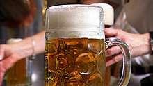 Video > Immer mehr Brauereien besinnen sich auf alte Traditionen der Holzfässer und setzen auf das Handwerk der Büttnerei...Herstellung von Holzbierfässern.