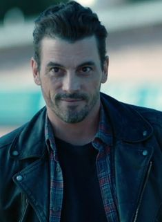 Skeet Ulrich/FP Jones} I'm Fp, I'm 37. I'm the leader of the serpents. I have a son named Jughead but he doesn't come around much since I drink a lot.