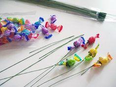 ぜんぶ100均の材料でDIY*みんな欲しがるキュートな『キャンディブーケ』の作り方♡にて紹介している画像 Wedding Candy, Diy Wedding, Candy Bouquet, Sweets Recipes, Party Gifts, Special Events, Icing, Diy And Crafts, Hair Accessories