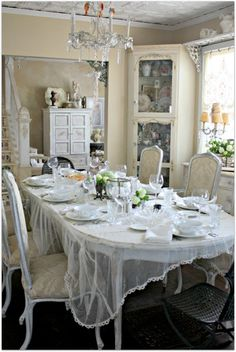 What a beautiful dining room photo(from Karla's Cottage)