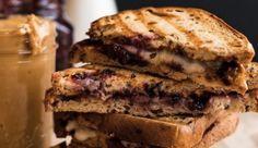 Beetje apart, maar overheerlijk: tosti met brie, jam en pindakaas