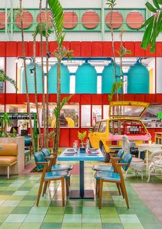 taller KEN populates madero café in guatemala with tropical planting and vintage cars Colorful Cafe, Colorful Restaurant, Deco Restaurant, Modern Restaurant, Havana Restaurant, Interior Tropical, Yellow Interior, Unique Cafe, Architecture Restaurant