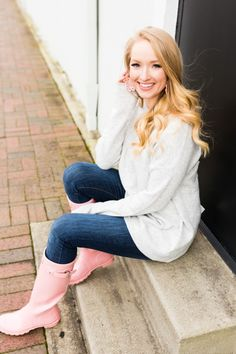 I've reached for my Hunter rain boots more than I expected to this year, but this pretty blush pair keeps me smiling even on a… Pink Hunter Rain Boots, Cute Rain Boots, Hunter Boots Outfit, Wellies Rain Boots, Rainy Day Fashion, Fashionable Snow Boots, Pink Boots, Cowgirl Boots, Western Boots