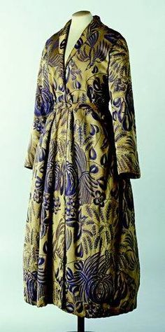Robe of French fashion designer Paul Poiret (1879–1944). Fruits fabric designed by French Fauvist painter Raoul Dufy (1877-1953) for Bianchini-Férier (1924) Collection: Musée Galliera, Paris.