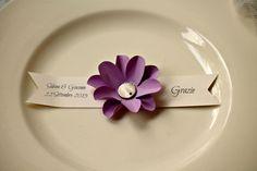 Segnaposto/ringraziamento con fiore in carta e banner