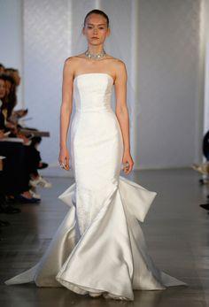 LOVE FIND CO. // NEW YORK BRIDAL MARKET - OSCAR DE LA RENTA Minimal Wedding Dress, Classic Wedding Dress, Wedding White, Dream Wedding, Movie Wedding Dresses, Wedding Dress Styles, Designer Wedding Gowns, Bridal Fashion Week, Bridal Style