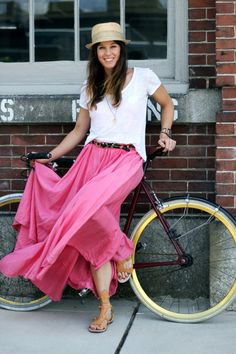 love the pink maxi and white t, not to mention her curvy calf and slim ankles!