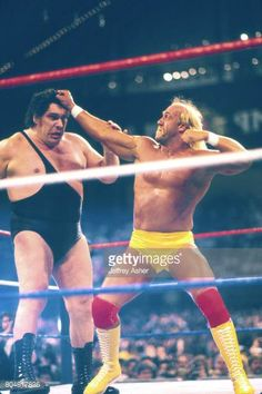 Hulk Hogan vs Andre the giant Wrestlemania Vl March 27 1988 at Historic Convention Hall in Atlantic City New Jersey March 22 1988 Famous Wrestlers, Wwe Wrestlers, Wrestling Stars, Wrestling Wwe, Hulk Hogan, André The Giant, Catch, Vince Mcmahon, Wrestling Superstars