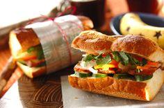 定番のお花見持ち寄りレシピに飽きた人必見! ナンプラーを使った野菜の甘酢漬けや、焼豚をはさんだベトナム風バゲットサンド。バインミー[パン/その他パン]2015.03.30公開のレシピです。