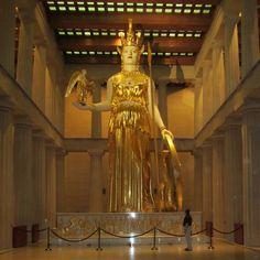 Réplica em tamanho natural, da estátua de Atena Partenon, em Nashville, Tennessee, Estados Unidos.