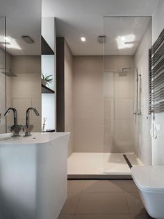 Üvegfallal elválasztott zuhanyzó - fürdő / WC ötletek, modern stílusban