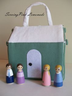 Mini Take-Along Doll House Tutorial. What a cute gift to make for a Birthday or Christmas gift!