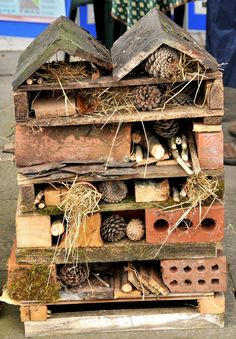 A Bug Hotel! Invite the beneficial kind of bugs into your g.- A Bug Hotel! Invite the beneficial kind of bugs into your garden to do the dirt… A Bug Hotel! Invite the beneficial kind of bugs into your garden to do the dirty work. Back Gardens, Outdoor Gardens, Raised Gardens, Gardens For Kids, School Gardens, Modern Gardens, Small Gardens, Bug Hotel, Garden Bugs