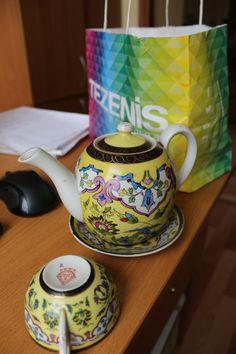 А этот бабушкин чайный набор фарфоровой ф-ки 1 мая Н.К.М.П. песочное 42 ЛГБ пойдет в подарок хорошему человеку, собирающему сервизы.