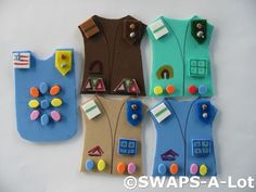 Swaps is a Girl Scout tradition to exchange keepsakes that started when Girl Scouts and Girl Guides first gathered for fun, songs and making. Girl Scout Vest, Girl Scout Swap, Girl Scout Leader, Girl Scout Troop, Brownie Girl Scouts, Boy Scouts, American Heritage Girls, Girl Scout Activities, Girl Scout Camping