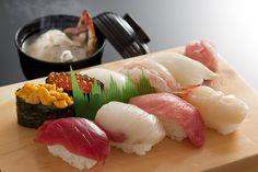 握り寿司・にぎり寿司 nigiri-zushi - a style of sushi with the ingredients on top of a block of rice Sushi Love, Best Sushi, Sushi Recipes, Asian Recipes, Sushi Japan, Sashimi Sushi, Sushi Party, Japanese Sushi, Food Staples