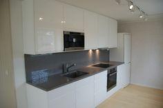 FINN – 4-roms leilighet inkl. strøm og vannbåren varme Kitchen Cabinets, Real Estate, Table, Furniture, Home Decor, Rome, Decoration Home, Room Decor, Cabinets
