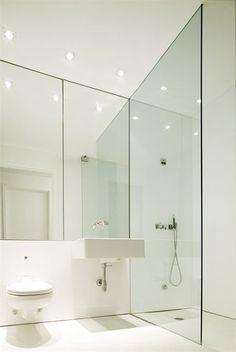 www.47parkavenue.love the minimalist take on this bathroom
