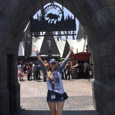 Harry Potter Squad goals tee. Great for Harry Potter world. We love when customers share their photos :) www.alison-wunderland.com