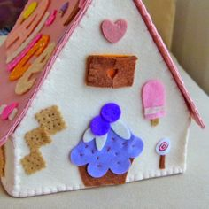 @partyandcraft; felt house, favors box, for kids room,