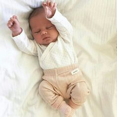 ideas baby fever newborn for 2019 Outfits Niños, Baby Boy Outfits, Little Babies, Cute Babies, Funny Babies, Foto Baby, Cute Baby Pictures, Baby Family, Cute Baby Clothes