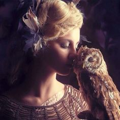 A beautiful moment. Styling by styling 10. How cute is that owl.#styling#styling10#owls#photoshoot#editorial#workingwithanimals#photography#