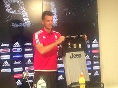 """Juventus, ecco Neto: """"Qui per il progetto e per aiutare la squadra"""" - http://www.maidirecalcio.com/2015/07/23/juventus-ecco-neto-qui-per-il-progetto-e-per-aiutare-la-squadra.html"""
