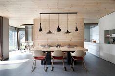 Modern / retro interior designed by spanish coblonal arquitectura. Dining Area, Kitchen Dining, Dining Table, Yellow Master Bedroom, Retro Interior Design, Wood Interiors, Decoration, House Design, Contemporary