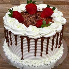 How to Make Money Buttercream Cake Designs, Cake Icing, Cupcake Cakes, My Birthday Cake, Birthday Cake Decorating, Oreo Cake Recipes, Chocolate Drip Cake, Bolo Chocolate, Cute Desserts
