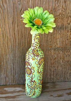Florero, Henna Diseño influenciado, menta verde botella de vino con acentos de magenta y amarillos de la botella de vino