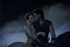 Emily Browning and Kit Harington in Pompeii (2014)