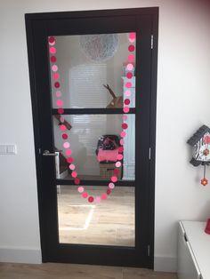 Houten binnendeur en kozijn zwart geschilderd...goed alternatief voor stalen deuren en kozijnen die erg prijzig zijn! Stukken goedkoper, en hetzelfde resultaat. #cando #wijzonol